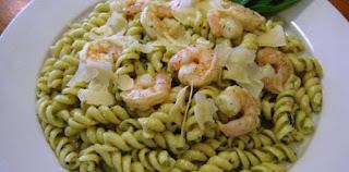 Shrimp Fettucine with Pesto (Pesto Soslu Karidesli Makarna)