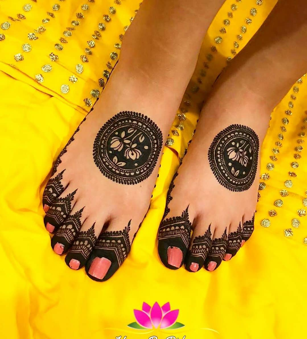 Simple Feet Mehndi Designs
