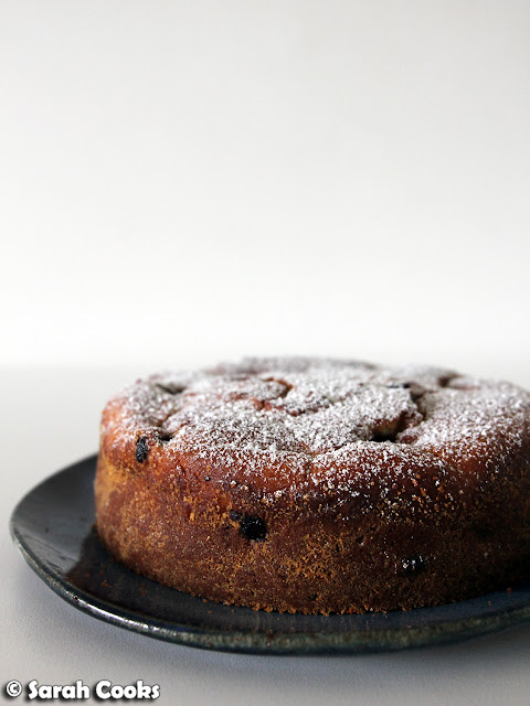 Little lemon and blueberry ricotta cake
