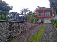 Sewa villa di cipanas puncak ada kolam renang, villa arisela 6 kamar