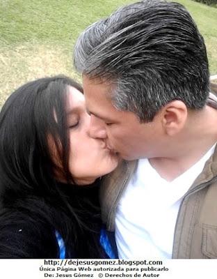 Foto de un beso de amor selfie por Jesus Gómez