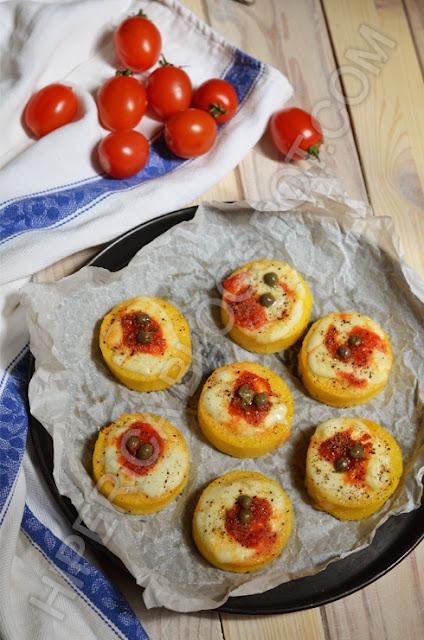 hiperica di lady boheme blog di cucina, ricette gustose, facili e veloci. Pizzette di polenta al forno