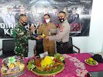 """Polsek Dan Kapanewon Memberikan Tumpeng"""" Ucapan HUT TNI Kepada Koramil Sleman"""