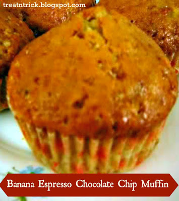 Banana Espresso Chocolate Chip Muffin Recipe @ treatntrick.blogspot.com