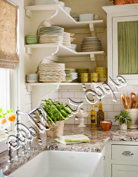 يمكن إضافة أرفف بنفس لون المطبخ وترتيب الأطباق والأكواب بها بشكل جميل يضيف الكثير لديكور المطبخ ويوفر مساحة كبيرة