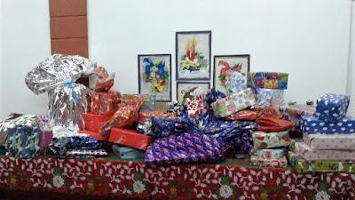 Neste dia, eles combinaram de jantarem juntos após as orações, e decidiram que iriam doar presentes de Natal (livros, roupas e brinquedos) para pessoas que eles não conhecem, mas que de certo modo já moravam em seus corações.