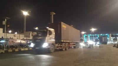 Gambar Mobil Trailer Dan Container 40 Feet