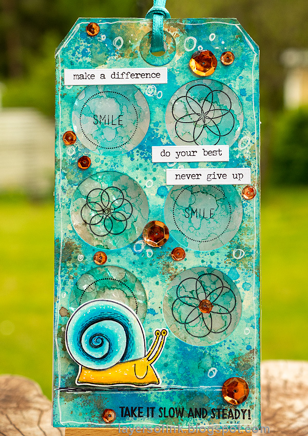 Layers of ink - Circle Shaker Tag Tutorial by Anna-Karin Evaldsson.