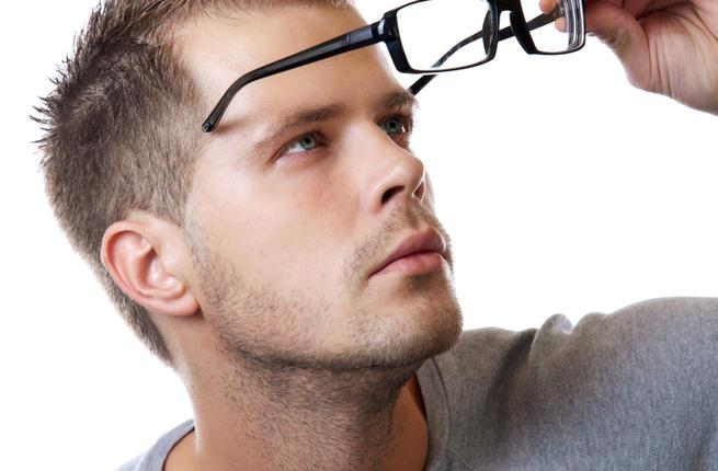 673210461 ... عليه فأصبح ارتداؤها يعطي جاذبيه للرجل وشكل ملفت وانيق وحتى لاتقف كثيرا  عند اختيار نظاره مناسبه نقدم لك اليوم افضل الاختيارات للنظارات العصريه  والانيقه.