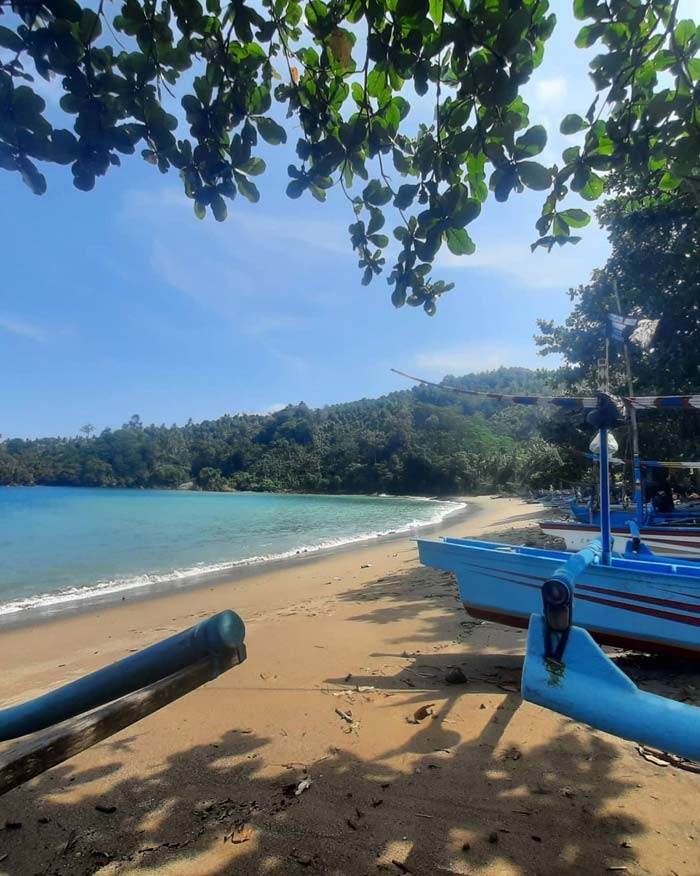 Harga Tiket Masuk Pantai Wediawu Malang