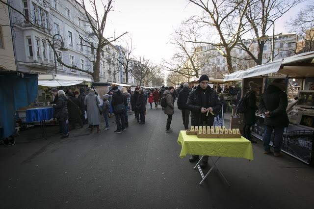 Mercato dei contadini a Kollwitz platz-Berlino