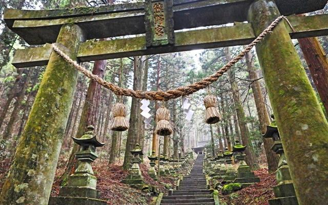 ศาลเจ้าคามิชิคิมิ คุมาโนะอิมาสุ (Kamishikimi Kumanoimasu Shrine: 上色見熊野座神社)