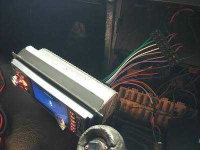 Kabel Speaker Terpasang Di Tape Menggunakan Terminal Block