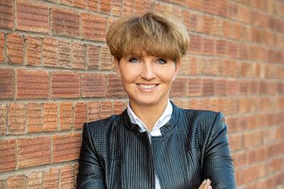الدكتورة أستريد فونتاين أول عضو في مجلس إدارة الأفراد والرقمنة وتكنولوجيا المعلومات - الصورة 2