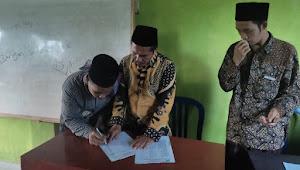 Bantuan PIP Tahun 2021 Dibagikan, Kepala Madrasah Mizabul ulum NW Pesanggrahan