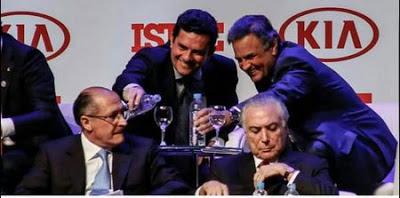 convenção tucana na Isto é : tucanos Sergio Moro, Aecio Neves, Geraldo Alckmin, Jose Serra e o Golpista Temer