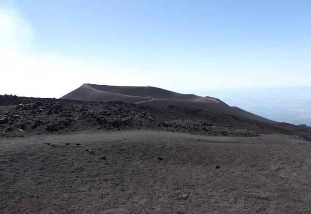 cono vulcanico del 2002 sull'etna