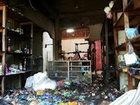 Ditinggal Pemilik, Rumah Beserta Toko di Desa Rada Hangus Terbakar