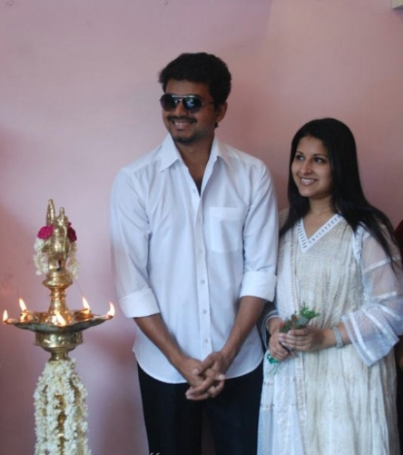 Actor Vijay Sangeetha Latest Family HQ Photo Gallery ...