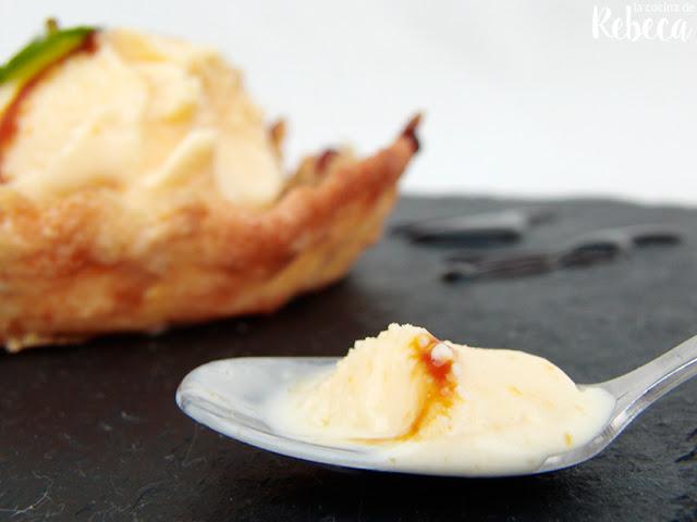 Teja de almendra con helado de azafrán