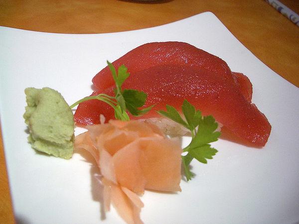 101 เมนูซูชิ ข้าวปั้นหน้าปลามากุโร่, มากุโร่ นิกิริ (Maguro Nigiri)