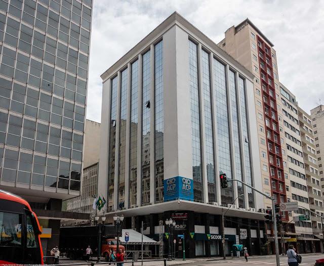 Edifício da Associação Comercial do Paraná na Rua XV de Novembro