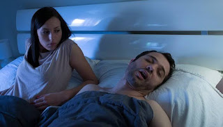How to help a snoring man without a fight