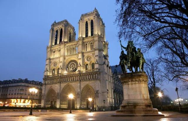 كاتدرائية نوتردام في باريس - فرنسا Notre Dame de Paris