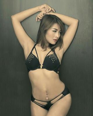 Download Foto Sexy Hot Ratri Putri (Ratry Princessa)