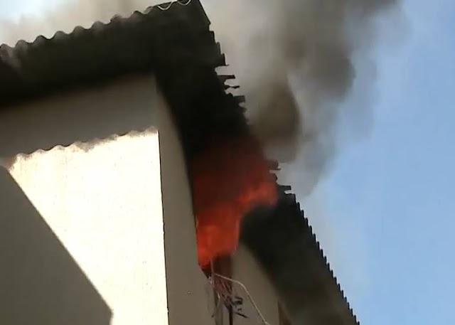 Sozinhas em casa, crianças colocam fogo em apartamento em Colombo