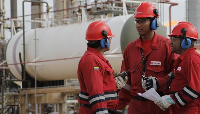 Caída en producción de petróleo corta el chorro de dólares a Venezuela