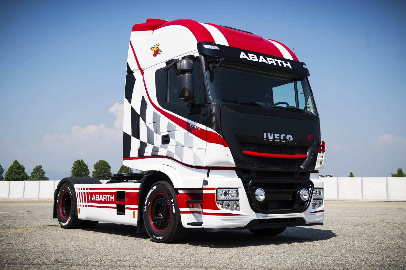 iveco stralis looks pretty hot in abarth spec carscoops. Black Bedroom Furniture Sets. Home Design Ideas