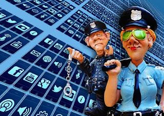 Policias y la internet