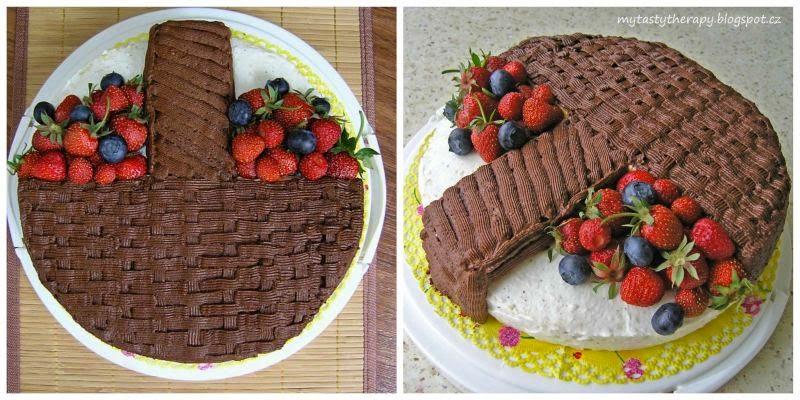 3D krémový dort ve tvaru košíku s ovocem zdobený pařížskou šlehačkou, čerstvými jahodami a borůvkami
