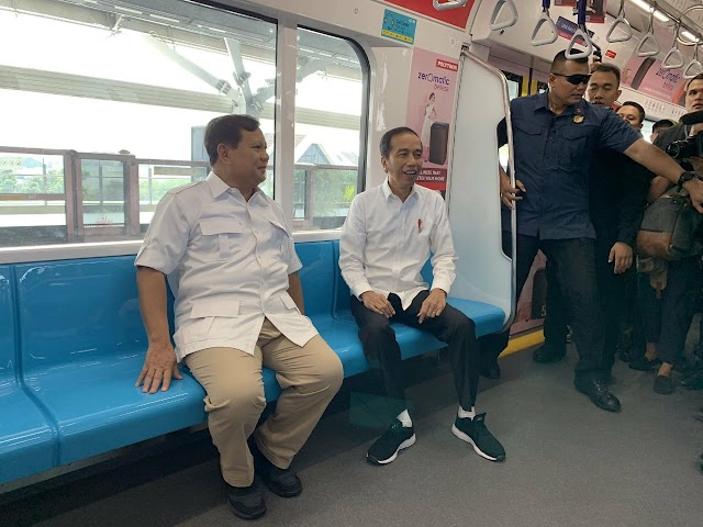 Ini Kata Jokowi Saat Bertemu Dengan Prabowo di Stasiun MRT Senayan