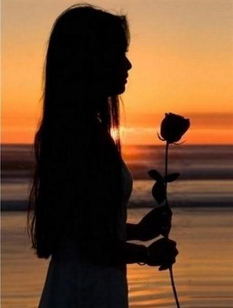 """KADO ULANG TAHUNKU  Kenapa hari ini beda  ku lihat kalender di dinding  Tiada yang berbeda  Semua hanya deretan angkasa  Berwarna merah dan hitam   Dengan bergambar laut biru  Aku tetap termenung  Jauh menatap birunya laut  Itu gambar yang nyata   Pintuku terketuk  Anganku buyar entah kemana  Sebuah bibir tersenyum  Mengulurkan tangannya padaku   """"SELAMAT ULANG TAHUN""""   Katanya pada ku....   ~ Haries Budjana ~"""