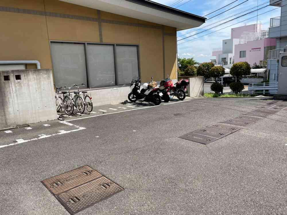 さざんかバイク用駐輪場