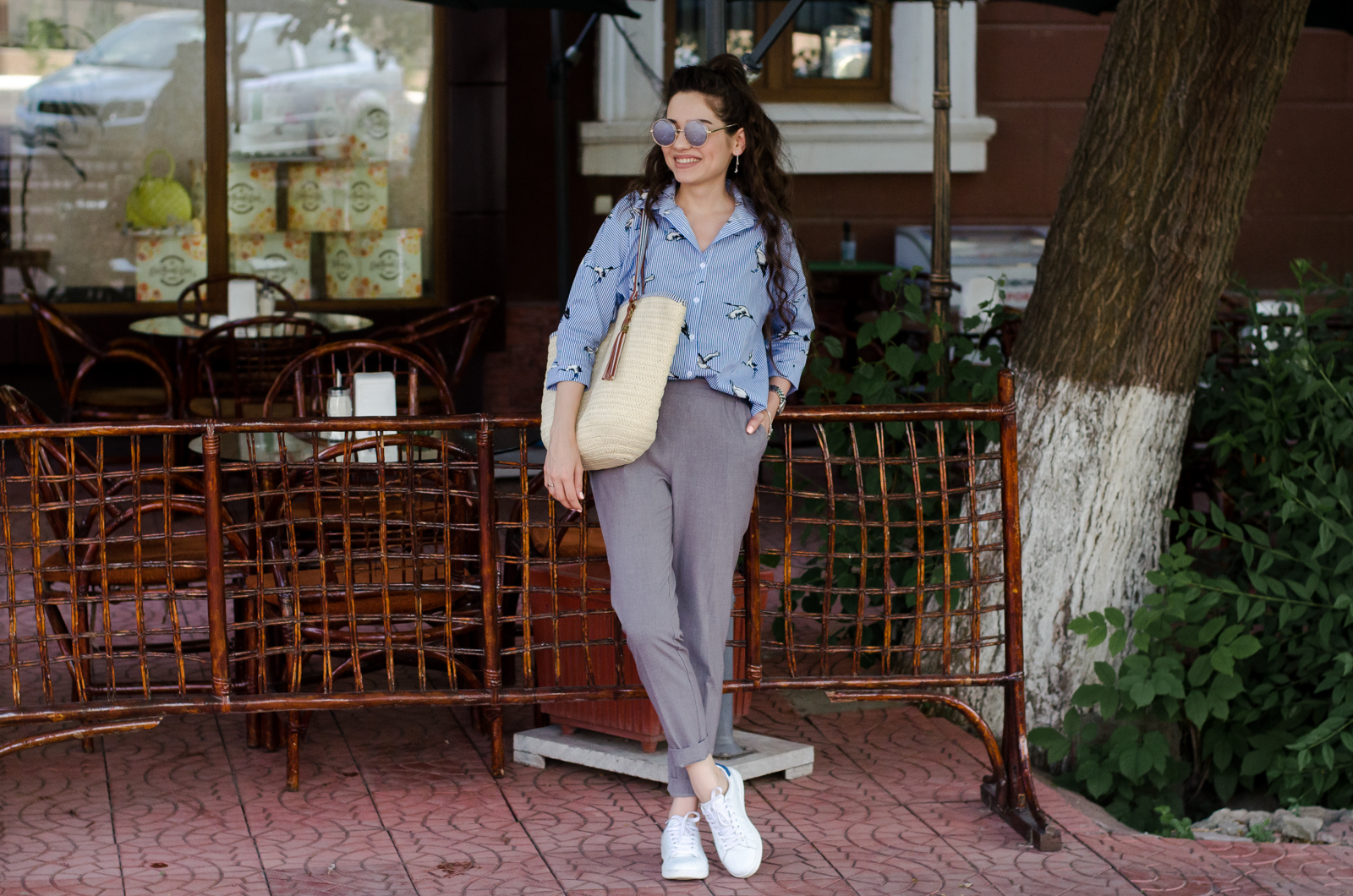 fashion blogger diyorasnotes diyora beta casual outfit street style straw bag white sneakers asos grey pants style
