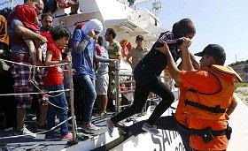 Foreign aid workers on Lesbos probed for helping traffickers deliver migrants to Greece