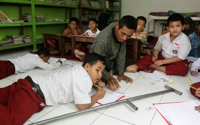 Cara Supaya Siswa Tidak Jalan-Jalan Saat Guru Mengajar
