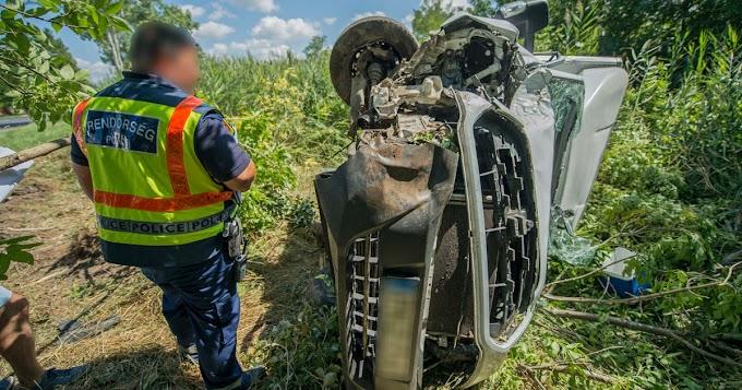 Fának hajtott egy kisteherautó Balmazújvárosban