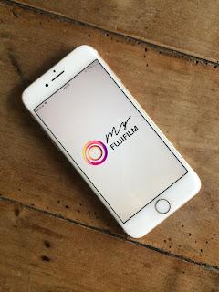 smartphone en train d'ouvrir l'application Myfujifilm