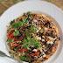Jogurtowy omlet z zieleniną i suszonymi pomidorami