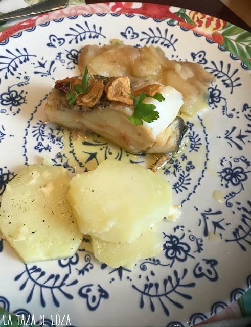 bacalao-confitado-con-peras-y-acompañado-con-patatas