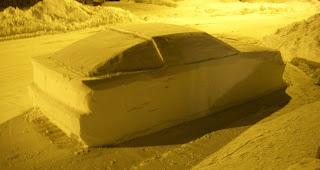 Ein Fake DeLorean DMC12 aus Schnee bekommt ein Fake Knöllchen | Der Prank der Woche