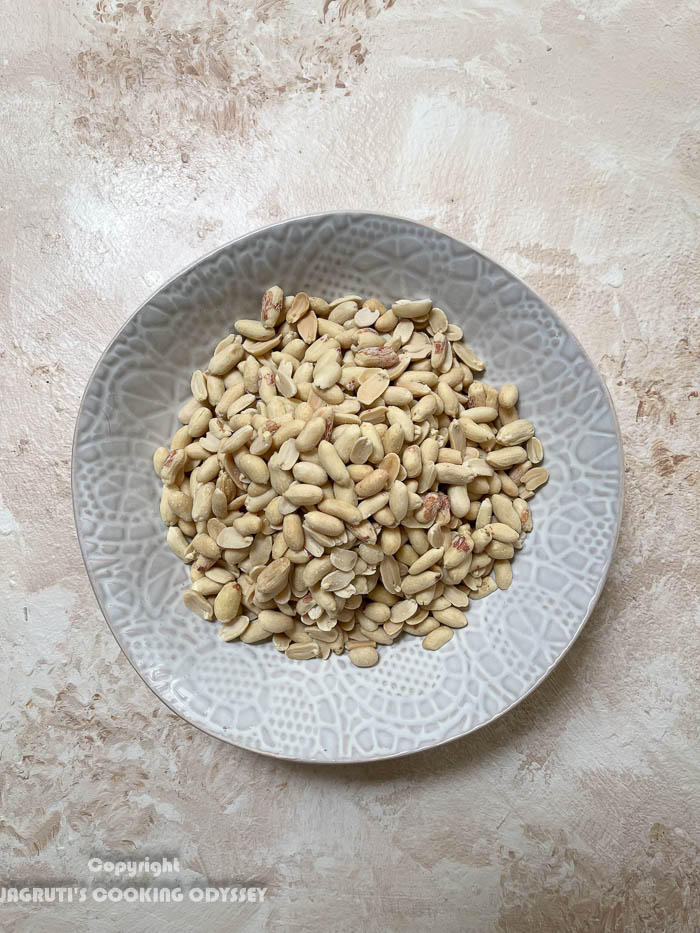 How to make Mexican air fryer roasted peanuts-step 1 raw peanuts in a bowl