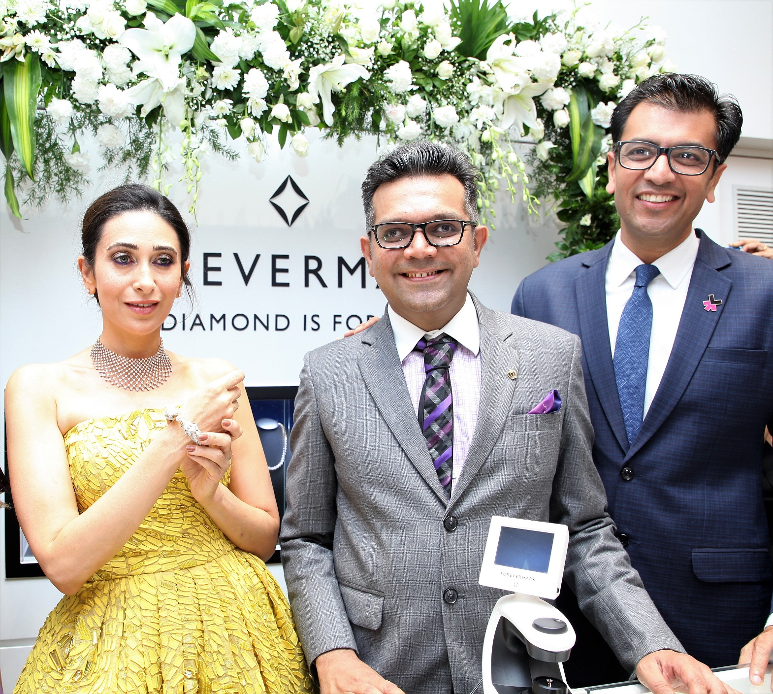Om Jewellers Launches The Forevermark Festive Collection With Karisma Kapoor