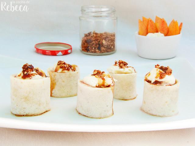 Rollitos de melocotón, queso y menta