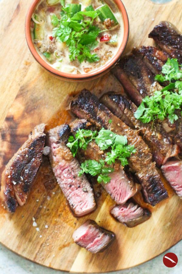 Die 10 besten Rezepte für den Juli und den Sommer für einfaches und schnelles Nachkochen mit Anleitung und vielen Fotos im besten Foodblog von Arthurs Tochter #rezepte #kochen #zitronenhuhn #hähnchen #backofenhähnchen #biolek #zitronenhähnchen #dienudelderwoche #pasta #pecorino #steakbraten #marinade #umami #ottolenghi #baked_ziti #ziti #auflauf #nudelauflauf #melanzane #auberginen #parmigiana #parmesan #vegetarisch #tm31 #thermomix