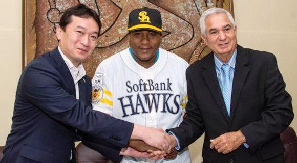 En la firma del nuevo contrato de Despaigne estuvieron presentes Sugihiko Mikasa, vicepresidente del club Fukuoka y Higinio Vélez, aun presidente de la Federación Cubana de esa disciplina
